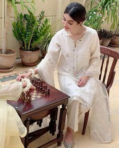 Pakistani Fashion Party Wear, Pakistani Dresses Casual, Pakistani Dress Design, Indian Dresses, Indian Outfits, Stylish Dresses, Simple Dresses, Casual Dresses, Fashion Dresses