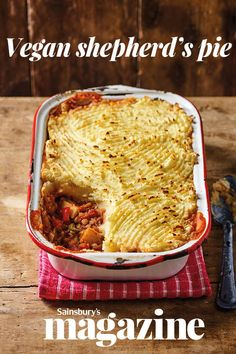 This vegan shepherd's pie from The Happy Pear gives the traditional shepherd's pie a veggie makeover. Packed with lots of veg and topped with a creamy mashed potato topping, it makes a wholesome dinner the whole family will enjoy Walnut Recipes, Top Recipes, Veggie Recipes, Vegetarian Recipes, Cooking Recipes, Vegan Meals, Vegan Recepies, Healthy Recipes, Savoury Recipes