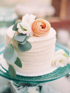 Fabulous Floral Wedding Cake for Spring #weddingcakes