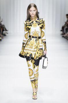 See Every Look From Versace's Spring 2018 Show Honoring Gianni Versace - HarpersBAZAAR.com