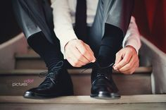 Preparation: groom - shoes - close up