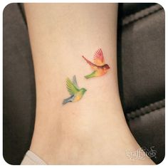 "2,012 Likes, 31 Comments - 타투이스트 리버의 그라피투 (@graffittoo) on Instagram: ""birds :-) #타투이스트리버  #타투 #그라피투 #tattoo #graffittoo"""