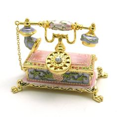 Grams would love it and so would I victorian pink phone with roses. Vintage Decor, Vintage Antiques, Retro Vintage, Vintage Items, Vintage Phones, Vintage Telephone, Et Phone Home, Antique Phone, Retro Phone