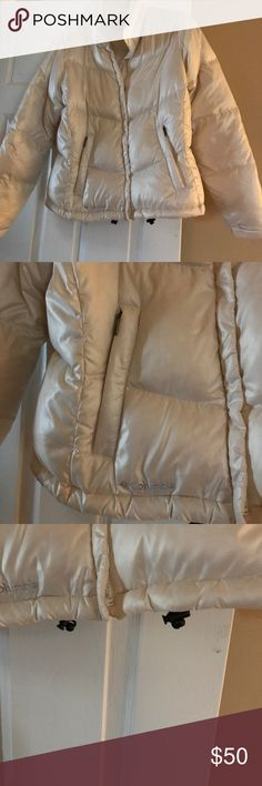 Women's Winter White Columbia Puffy Coat Medium This almost new Columbia white women's coat in Medium. It's puffy and warm that has the extra details that the brand Columbia offers . Cuffs with Velcro., Drawstring underneath for a more custom fit . In white so it goes with any outfit . Columbia Jackets & Coats Puffers