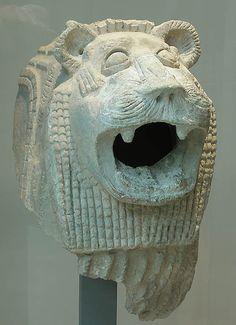 Tête de lion gardien de temple Début du IIe millénaire avant J.-C. Babylonie Terre cuite  | Site officiel du musée du Louvre