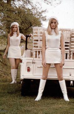 l y a 45 ans, jour pour jour, le 16 mai 1968, la méhari était dévoilée au journalistes au golf de Deauville, en compagnie de 20 mannequin illustrant les différents usages que l'on pourrait fa…