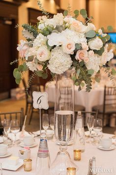 A romantic peach and blush-uued wedding centerpieces