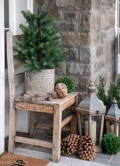 Neutral Christmas front poch decor that will last you through winter. Simple ways tp decorate a front porch for Christmas and the holidays. Front Door Christmas Decorations, Christmas Front Doors, Christmas Porch, Rustic Christmas, Simple Christmas, Winter Porch Decorations, Front Porch Ideas For Christmas, Rustic Winter Decor, Minimal Christmas