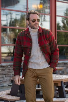 Our Berkshire Jacket will soften the winter's blow in warmth & style. Made from Pennsylvania's Woolrich wool, the mill has supplied life preserving woolens to loggers, traders, Union soldiers, and polar explorers.