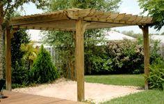 Pérgola :Armazón formado por dos hileras paralelas de columnas o pilares que soportan un techo de vigas y correas transversales o un enrejado, sobre el que se entrelazan plantas trepadoras