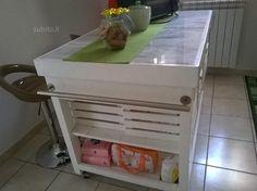Cucina in legno con isola, finitura Verde Lattementa. L%u2019isola ...
