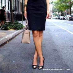 Bagaimana cara memilih sepatu wanita untuk digunakan bekerja. Disini tipsnya dengan penjelasan lengkap