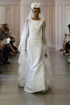 La première collection de robes de mariée printemps-été 2016 de Peter Copping en tant que directeur artistique de la maison Oscar de la Renta http://www.vogue.fr/mariage/tendances/diaporama/peter-copping-signe-sa-premire-collection-de-robes-de-marie-chez-oscar-de-la-renta/20165/carrousel#13