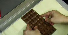 Ella enrolla la chocolatina en esto y lo mete al horno. Cuando veas el resultado vas a querer hacer lo mismo.
