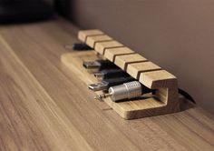Cavo di legno e caricabatterie organizzatore di BatelierHandicraft