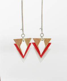 boucles d'oreille fil cuir triangles dorés rouges