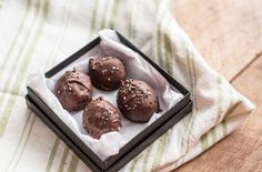 Healthy Six Ingredient Chocolate Truffles | Lemons and Basil