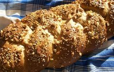 egg studded sweet bread for Easter tmx Fresh Bread, Sweet Bread, Greek Easter Bread, Thermomix Bread, Different Types Of Bread, Quirky Cooking, Bread Ingredients, Bread Baking, Baked Goods