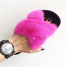 Mink fur slippers Sable Fur Coat, Mink Fur, Chinchilla Fur Coat, Fur Fashion, Fur Slides, Fur Jacket, Shoes, Slippers, Bags