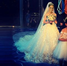 Vestidos De Novia Vintage Lace Wedding Dresses A Line Strapless Sleeveless Flowers Tulle Bridal Gowns With Court Train