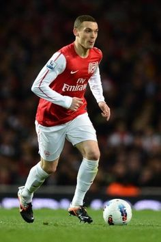 FC Barcelona chasing Arsenal defender Thomas Vermaelen