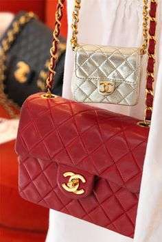 ✕ Chanel / #handbags #classic #red