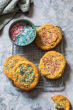 Geboorte chocolate chip koekjes Brownie Cookies, High Tea, Cravings, Muffin, Chocolate, Chips, Food And Drink, Favorite Recipes, Baking
