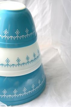 Pyrex Snowflake Garland Nesting Bowls by NicolesCadeaux on Etsy, $40.00