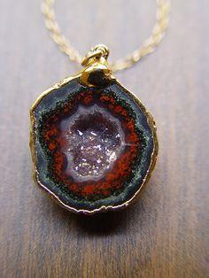 Burgundy Geode Necklace  14k gold OOAK by friedasophie on Etsy, $69.00 Geode Necklace, Geode Jewelry, I Love Jewelry, Jewelry Design, Fashion Necklace, Fashion Jewelry, Black Gold Jewelry, Druzy Quartz, Pretty Necklaces