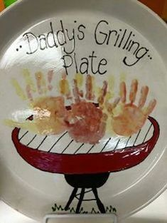 Grilling-Plate DIY Fathers Day Crafts for Kids Homemade Birthday Gifts for Dad from Son Diy Father's Day Crafts, Father's Day Diy, Crafts For Kids To Make, Kids Fathers Day Crafts, Kids Diy, Fathers Day Art, Grandparents Day Crafts, Homemade Crafts, Baby Crafts