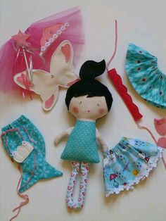 Small cloth doll play set, inspiration (no free pattern) Doll Crafts, Diy Doll, Sewing Crafts, Fabric Toys, Fabric Crafts, Tilda Toy, Sewing Dolls, Softies, Plushies