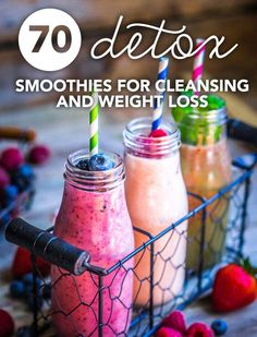 How to make detox smoothies. Do detox smoothies help lose weight? Learn which ingredients help you detox and lose weight without starving yourself. Weight Loss Meals, Quick Weight Loss Tips, Weight Loss Smoothies, Healthy Weight Loss, Smoothies Healthy Weightloss, Detox Smoothie Recipes, Detox Recipes, Detox Drinks, Detox Smoothies