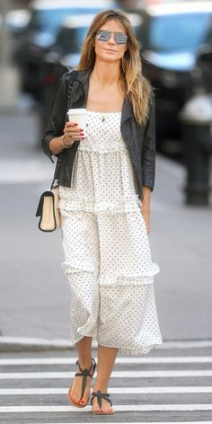 celebrity style street new york city Look of the Day - Heidi Klum took on the New York City streets in a white polka-dot dress layered with a cool leather jacket. Mode Outfits, Fashion Outfits, Womens Fashion, Fashion Trends, Chic Outfits, Fashion Ideas, Vestido Dot, Celebrity Style Casual, Look Fashion