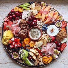 Sunday platters x @grazingtablesandcheeseboards http://gelinshop.com/ipost/1519187974071678561/?code=BUVPWnVlnZh