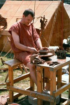 Ancient Romano-British potter at his wheel. Or is it Chris Lydamore at the British Museum in photo by Roman Mysteries author Caroline Lawrence Ancient Rome, Ancient History, Roman Legion, Roman Britain, Wheel Thrown Pottery, The Potter's Wheel, Medieval, Roman Empire, British Museum