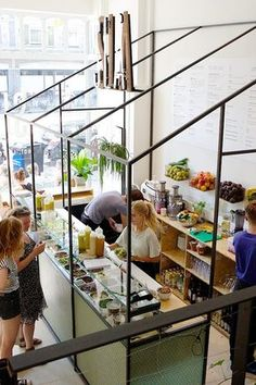 Enjoy guilt-free eating at Amsterdam's beautiful glassless hothouse. Enjoy guilt-free eating a Ambiance Restaurant, Deco Restaurant, Healthy Restaurant Design, Healthy Cafe, Vegan Cafe, Healthy Food, Juice Bar Interior, Cafe Interior, Interior Design