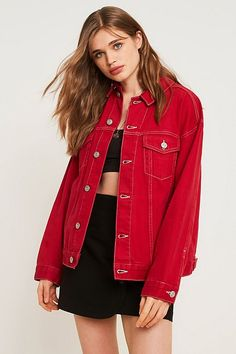 Slide View: Urban Outfitters – Jeansjacke im Westernstyle in Kirschrot Bomber Jacket Winter, Urban Outfitters, Winter Coats Women, Fitness Models, Jackets For Women, Leather Jacket, Denim, Cherry, How To Wear