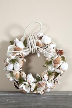 summer wreath made of seashells (Rivièra Maison)