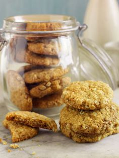 these are by no means healthy, but they are a NZ/Aussie tradition on ANZAC (Australia New Zealand Army Corp) day. Would love to try to make a healthier alternative as they are very yummy. Biscuit Cookies, Biscuit Recipe, War Recipe, New Zealand Food, Anzac Biscuits, Aussie Food, Australia Day, Ministry Ideas, Youth Ministry
