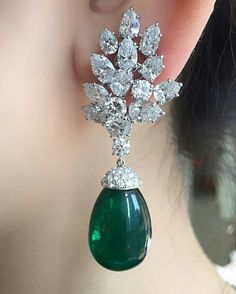 Apparently emeralds are at the forefront on the red carpet of the Film Festival in Cannes this season. So if you want to be fashion forward, it is not too late to browse our next Hong Kong Magnificent Jewels sale Lot 2006 with a presale estimate of $ 100,000 - 150,000
