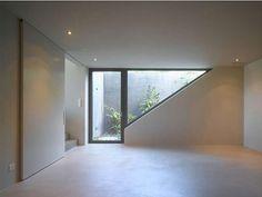 Mini Innenhof, wenn anders keine Fenster erlaubt sind. Keine schlechte Lösung für ein Badezimmer.