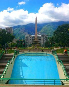 """"""". ➡Descripción: Un día radiante, excelente semana.!!! . ➡Lugar: Plaza Altamira, Caracas, Venezuela. . ➡Fecha: Agosto, 2015. . #icu_Venezuela…"""""""