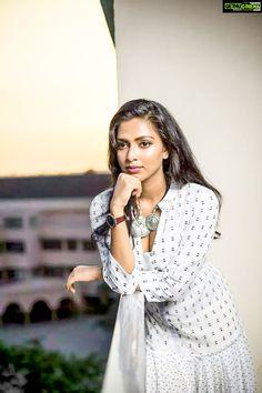 South Indian actress Amala Paul new picture gallery. Latest HD image gallery of actress Amala Paul. Indian Actress Photos, South Indian Actress, Indian Actresses, South Actress, Most Beautiful Indian Actress, Beautiful Actresses, Amala Paul Hot, Indian Bridal Sarees, Photoshoot Pics