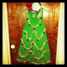 Last-minute #Halloween costume idea: Christmas tree