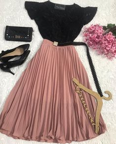 kuch nai likha u do your work uska badd message kar muhje Modest Dresses, Modest Outfits, Classy Outfits, Skirt Outfits, Chic Outfits, Pretty Outfits, Pretty Dresses, Beautiful Outfits, Teen Fashion Outfits