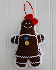 Watch Maggie review these festive Gingerbread Christmas Tree Ornaments! Original Gingerbread Christmas Tree Ornaments Crochet Pattern Design By: Donna Collinswo