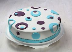 Geburtstagstorte, 70er, Fondant, Rollfondant, Cake, birthdaycake, Kuchen, Rollfondant, Kreisemuster, Kreise, Blau, Muster, gemustert, Tortendekoration, Food, süß, lecker