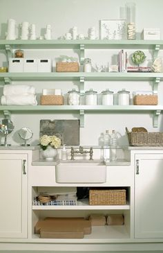 Mint, white cottage style kitchen - decor pad