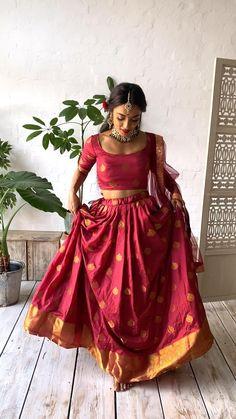 Banarasi Lehenga, Red Lehenga, Bridal Lehenga, Red Saree Wedding, Lehenga Saree Design, Indian Wedding Gowns, Party Wear Indian Dresses, Tamil Wedding, Lengha Choli