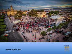 #turismoqueretaro FRACCIONAMIENTOS EN QUERÉTARO. La Plaza Fundadores, se ubica frente al Templo de la Cruz, en el corazón del Centro Histórico de Querétaro. Esta zona es conocida como el Cerro del Sangremal y en este lugar, el 25 de julio de 1531, se fundó nuestro estado; hecho por el cual, se construyó esta plaza en 1981. En ASIN BR, tenemos más de 28 años de experiencia en el sector inmobiliario. asinmex@asinbr.mx